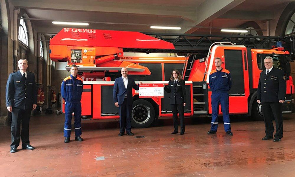 3.200 Euro für die Freiwillige Feuerwehr Karlsruhe